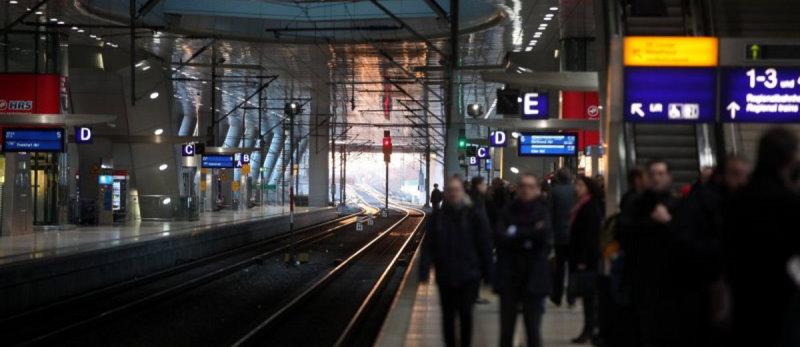 Reisende Bahnhof